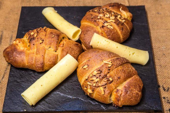 Croissant d'espelta de formatge