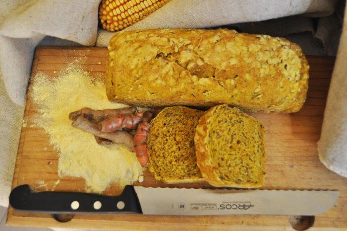 Pa de blat de moro, espelta i cúrcuma.
