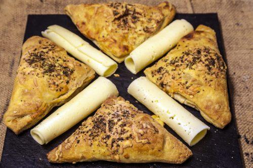 Triangles de kamut amb formatge